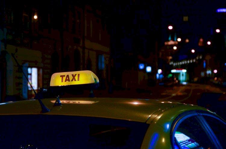 Taksimatkustajana / taksinkuljettajana / kanssa-autoilijana